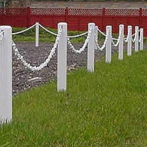 Plastic m white post and chain garden fence pack
